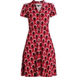 King Louie EMMY DRESS PEACOCK Sukienka z dżerseju beaujolais red. Czerwone sukienki z falbanami King Louie, s, z dżerseju. Za 429,00 zł.