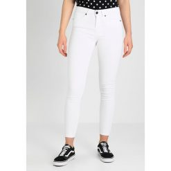 Noisy May NMLUCY Jeans Skinny Fit bright white. Białe boyfriendy damskie Noisy May. Za 179,00 zł.