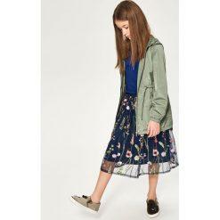 Spódnica z kwiatowym haftem - Granatowy. Niebieskie spódniczki dziewczęce Reserved, z haftami. W wyprzedaży za 39,99 zł.