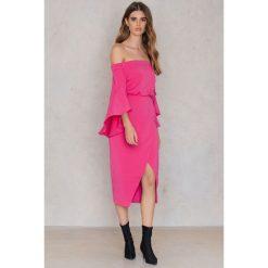Sukienki: Lavish Alice Sukienka z rozkloszowanymi rękawami – Pink