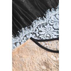 Sukienki balowe: Rozkloszowana sukienka z koronki