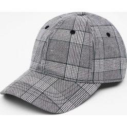 Czapka w szarą kratkę. Szare czapki z daszkiem męskie marki Pull & Bear, okrągłe. Za 59,90 zł.