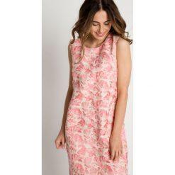 Trapezowa sukienka bez rękawów BIALCON. Różowe sukienki balowe marki numoco, l, z dekoltem w łódkę, oversize. W wyprzedaży za 248,00 zł.