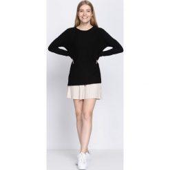Czarny Sweter Light The Flame. Czarne swetry klasyczne damskie Born2be, l, prążkowane. Za 79,99 zł.