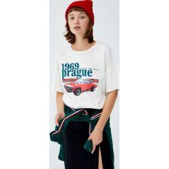 Koszulka z nadrukiem samochodu. Szare t-shirty damskie Pull&Bear, z nadrukiem. Za 59,90 zł.