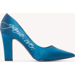 NA-KD Shoes Satynowe czółenka Game Over - Blue. Niebieskie buty ślubne damskie marki NA-KD Shoes, z nadrukiem, z satyny, na średnim obcasie, na obcasie. W wyprzedaży za 48,59 zł.