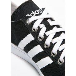 Adidas Originals COURTVANTAGE Tenisówki i Trampki core black/white/metallic silver. Szare tenisówki damskie marki adidas Originals, z gumy. W wyprzedaży za 228,65 zł.