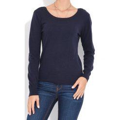 Sweter w kolorze granatowym. Niebieskie swetry klasyczne damskie marki William de Faye, z kaszmiru, z dekoltem na plecach. W wyprzedaży za 136,95 zł.