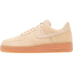 Nike Sportswear AIR FORCE 1 07 LV8 SUEDE Tenisówki i Trampki mushroom/medium brown/ivory. Brązowe tenisówki męskie Nike Sportswear, z materiału. W wyprzedaży za 335,20 zł.