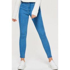 Jeansy HIGH WAIST - Niebieski. Niebieskie spodnie z wysokim stanem Cropp, z jeansu. W wyprzedaży za 59,99 zł.
