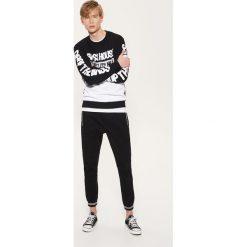 Spodnie męskie: Joggery z kontrastowymi wstawkami – Czarny