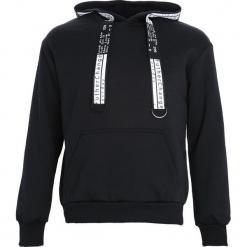 Czarno-Biała Bluza Advanced. Białe bluzy męskie Born2be, l, z nadrukiem, z kapturem. Za 79,99 zł.