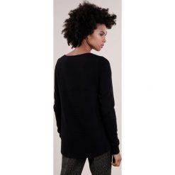 Swetry klasyczne damskie: Repeat Sweter schwarz
