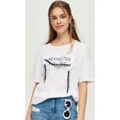T-shirty damskie: T-shirt z ozdobnym sznurowaniem – Biały