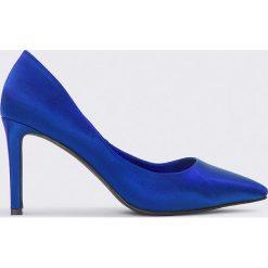 NA-KD Shoes Czółenka w szpic na słupku - Blue. Niebieskie czółenka NA-KD Shoes, na obcasie. W wyprzedaży za 36,59 zł.