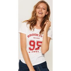Koszulka Brooklyn - Biały. Białe t-shirty damskie marki KALENJI, z materiału, z dekoltem na plecach. Za 19,99 zł.