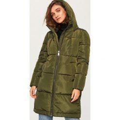 Pikowany płaszcz z kapturem - Khaki. Brązowe płaszcze damskie marki Reserved. Za 229,99 zł.