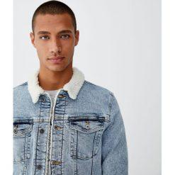 Kurtka jeansowa sherpa z kołnierzem ze sztucznym barankiem. Niebieskie kurtki męskie jeansowe marki Reserved, l. Za 139,00 zł.