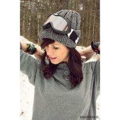Czapki zimowe damskie: Szara czapka hand made z wełną