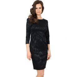 Elegancka sukienka z rękawem 3/4  BIALCON. Czarne sukienki balowe marki BIALCON, na imprezę, z materiału, z okrągłym kołnierzem. W wyprzedaży za 249,00 zł.