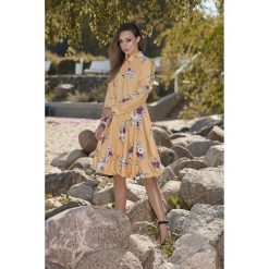 Piękna rozkloszowana sukienka l269. Czerwone długie sukienki marki Lemoniade, l, z materiału, ze stójką, z długim rękawem, rozkloszowane. Za 249,00 zł.