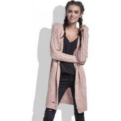 Swetry damskie: Morelowy Kardigan w Warkocze Zapinany na Guziki