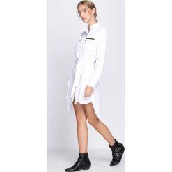 Biała Sukienka This love. Białe sukienki hiszpanki Born2be, z koszulowym kołnierzykiem, koszulowe. Za 69,99 zł.