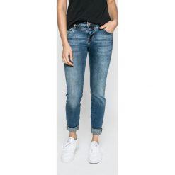 Mustang - Jeansy. Niebieskie jeansy damskie marki Mustang, z aplikacjami, z bawełny. W wyprzedaży za 199,90 zł.