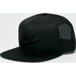 Nike Sportswear - Czapka. Czarne czapki z daszkiem męskie Nike Sportswear. W wyprzedaży za 99,90 zł.