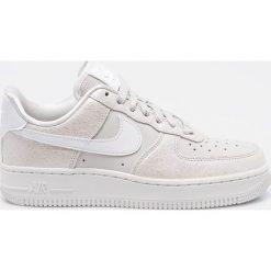 Nike Sportswear - Buty. Różowe buty sportowe damskie marki Nike Sportswear, l, z nylonu, z okrągłym kołnierzem. Za 469,90 zł.