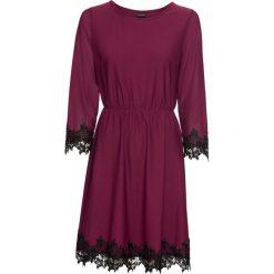 Sukienka z dżerseju z siatkową wstawką i koronką bonprix czerwony rododendron. Fioletowe sukienki hiszpanki bonprix, w koronkowe wzory, z dżerseju, z kontrastowym kołnierzykiem. Za 129,99 zł.