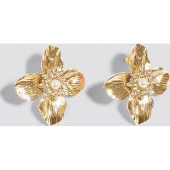 Kolczyki damskie: NA-KD Classic Kolczyki na sztyfcie Small Blossom – Gold