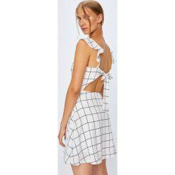 Tally Weijl - Sukienka. Czerwone sukienki mini marki TALLY WEIJL, l, z dzianiny, z krótkim rękawem. W wyprzedaży za 89,90 zł.