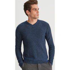 Sweter ze strukturalnej dzianiny - Niebieski. Białe swetry klasyczne męskie marki Reserved, l. Za 139,99 zł.