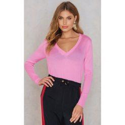 NA-KD Sweter z dzianiny z dekoltem V - Pink. Różowe swetry oversize damskie NA-KD, z dzianiny. W wyprzedaży za 60,98 zł.