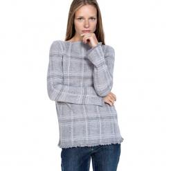 Sweter w kolorze szarym. Szare swetry klasyczne damskie marki Silvian Heach, l, z dzianiny, z włoskim kołnierzykiem. W wyprzedaży za 629,95 zł.