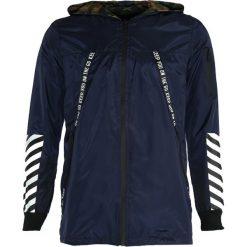 Granatowa Kurtka Walking Away. Czarne kurtki męskie marki Born2be, m, z nadrukiem, z dresówki, z kapturem. Za 119,99 zł.