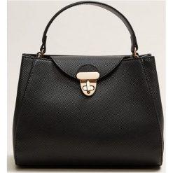 Mango - Torebka Kira. Czarne torebki klasyczne damskie Mango, w paski, z materiału, średnie. Za 119,90 zł.