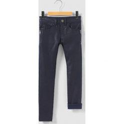 Błyszczące dżinsy, krój skinny, 3-14 lat. Niebieskie jeansy dziewczęce IKKS JUNIOR, z aplikacjami, z bawełny. Za 314,96 zł.
