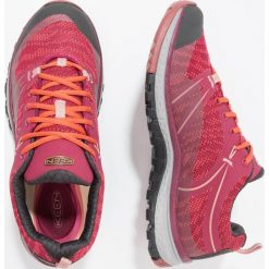 Keen TERRADORA WP Obuwie hikingowe rhododendron/marsala. Czerwone buty trekkingowe damskie Keen, z gumy, outdoorowe. W wyprzedaży za 375,20 zł.