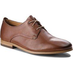 Półbuty CLARKS - Chinley Walk 261336067 British Tan Leather. Czarne buty wizytowe męskie marki Clarks, z materiału. W wyprzedaży za 249,00 zł.