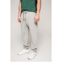 Tommy Jeans - Spodnie. Szare jeansy męskie z dziurami marki Tommy Jeans, z bawełny. Za 349,90 zł.