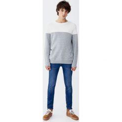 Miękkie jeansy super skinny fit. Niebieskie jeansy męskie relaxed fit Pull&Bear. Za 129,00 zł.