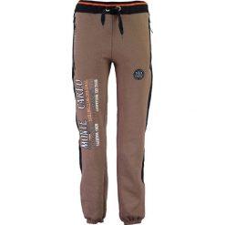"""Spodnie dresowe """"Mindwiller"""" w kolorze szarobrązowym. Brązowe joggery męskie Geographical Norway Men, z aplikacjami, z dresówki. W wyprzedaży za 99,95 zł."""
