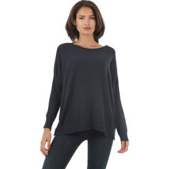 Sweter w kolorze granatowym. Niebieskie swetry klasyczne damskie marki L'étoile du cachemire, z kaszmiru. W wyprzedaży za 129,95 zł.