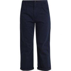 GStar BRONSON PLEAT 3D MID LOOSE CHINO WMN Spodnie materiałowe sartho blue 6067. Niebieskie chinosy damskie marki G-Star, z bawełny. Za 469,00 zł.