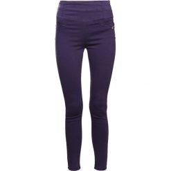Patrizia Pepe Jeans Skinny Fit lapis blue. Niebieskie boyfriendy damskie Patrizia Pepe, z bawełny. W wyprzedaży za 404,50 zł.