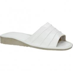 Białe kapcie Casu D-K-34. Białe kapcie damskie marki Casu. Za 29,99 zł.