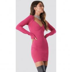 Galore x NA-KD Sukienka Bolero - Pink. Różowe długie sukienki marki Galore x NA-KD, z materiału, dekolt w kształcie v, z długim rękawem, dopasowane. Za 161,95 zł.