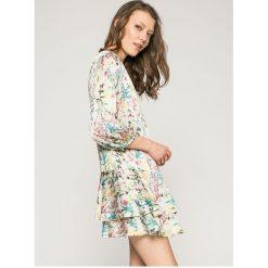 Answear - Sukienka. Szare sukienki mini marki ANSWEAR, na co dzień, l, z poliesteru, casualowe, z okrągłym kołnierzem, proste. W wyprzedaży za 149,90 zł.